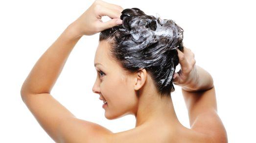 Pourquoi et comment arrêter d'utiliser les shampoings conventionnels ?
